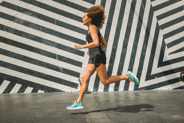Woman running with Saucony shoes