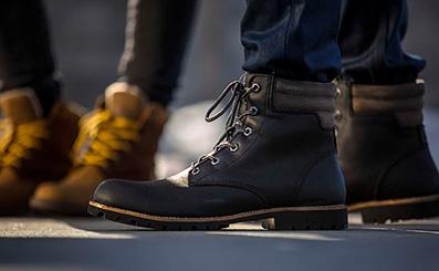 150752ebd56d9 Man wearing kodiak winter boots in an urban environment